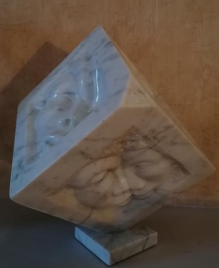 ethnie sculpture sur marbre de carrare par l'artiste yannick robert