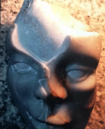 sans nom, première sculpture en 1990 sur pierre marbrière.